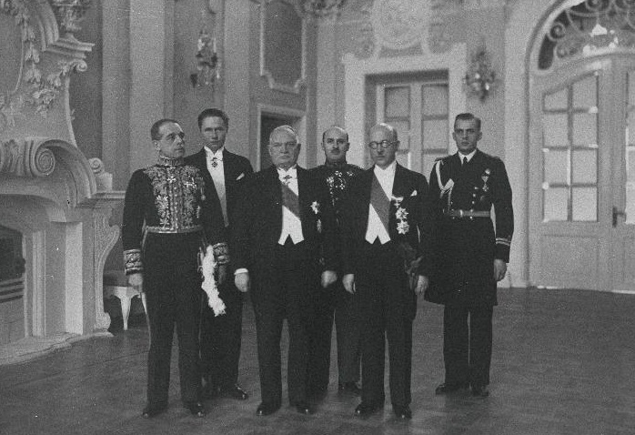 Italian Ambassador Leone Weillschott (first from the left) at the presentation of credentials to State Elder of the Republic of Estonia Konstantin Päts (third), Minister of Foreign Affairs Julius Seljamaa (fifth), Chief of Protocol of the Ministry of Foreign Affairs Artur Haman (Tuldava) (second), Colonel Ludvig Jakobsen, Senior Commanding Officer of the State Elder (fourth), Navy Lieutenant Karl Iman, Junior Commanding Officer of the State Elder (sixth). Photograph: National Archives