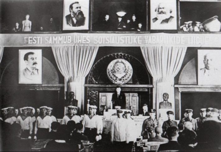 Okupatsiooni tingimustes valitud Riigivolikogu avaistung. Foto: Nädal Pildis 1940