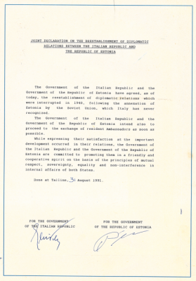 Joint Declaration on the Restoration of Diplomatic Relations. Photograph: Archives of the Ministry of Foreign Affairs